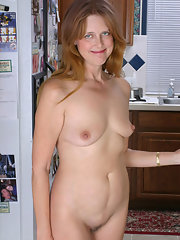 Housewife felicia mcdonald spreads her hairy pussy pichunter