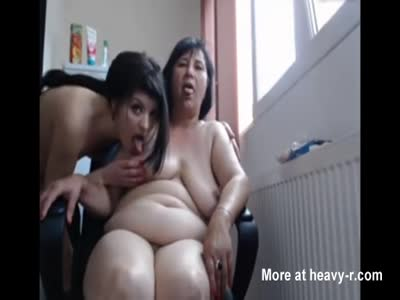 Saggy granny sara works her hairy pussy with a vibrator tmb