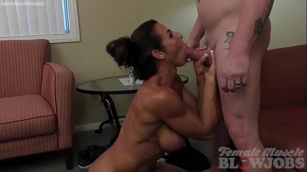 Female bodybuilder fucks a dildo in the tmb
