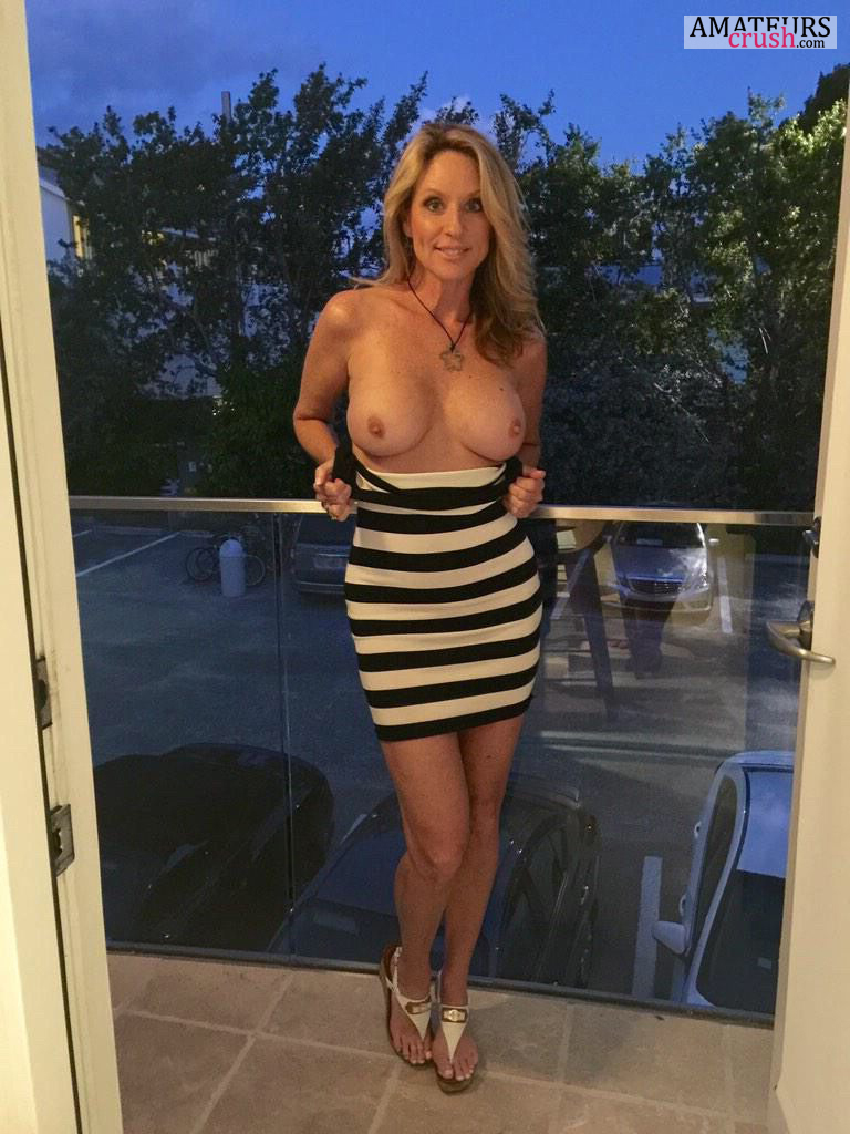 Blonde milf nude selfies