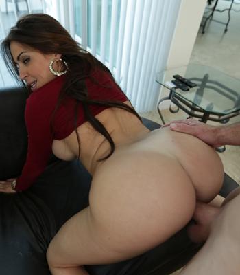 Amanda tapping has big tits
