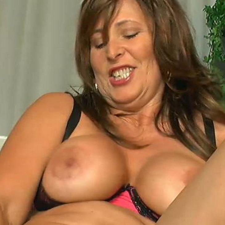 Milf squirts on son