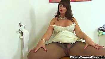Xxx gif fun amateur milf maria being pounded into the bed