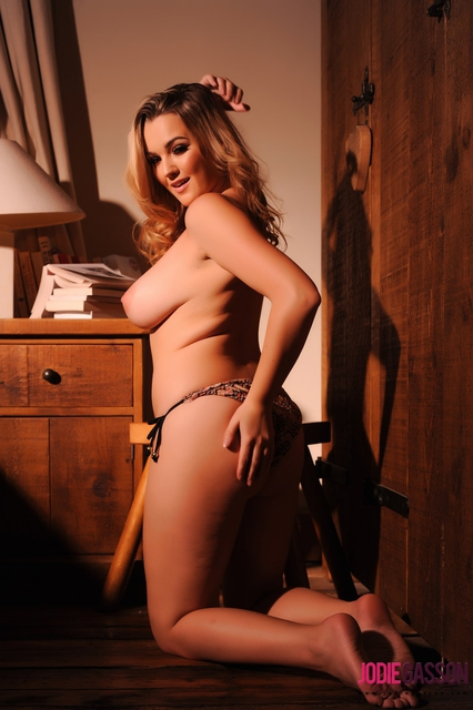 Jodie gasson strips topless for a photoshoot