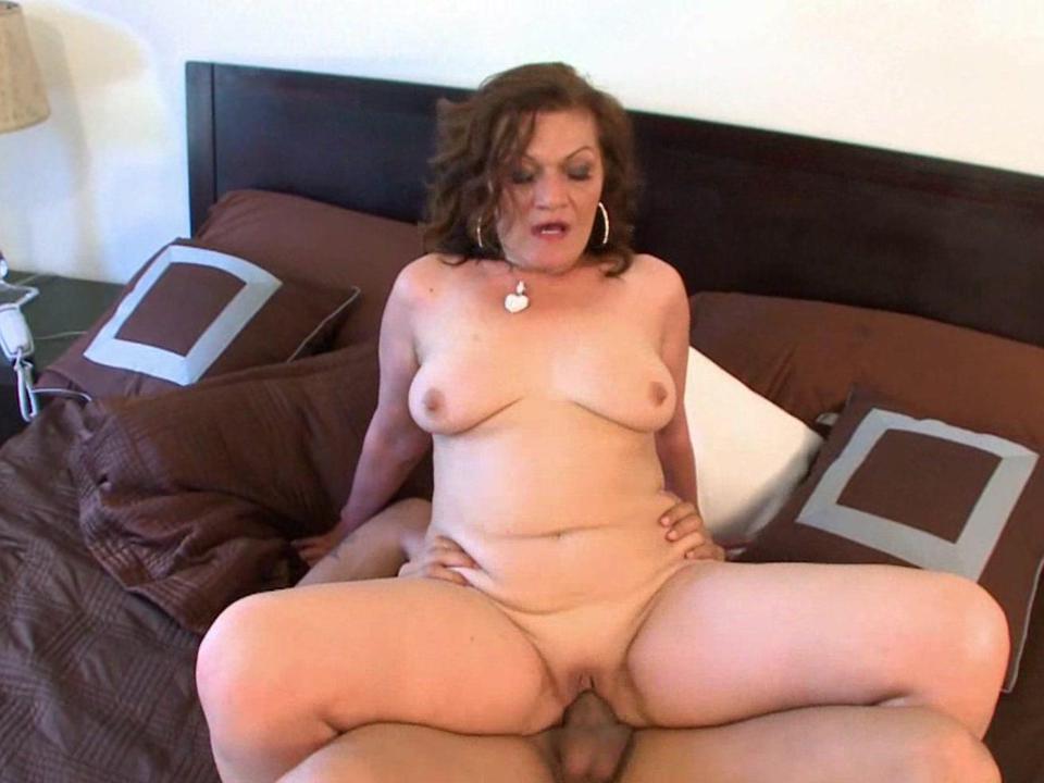 Lesbian milf seduces young