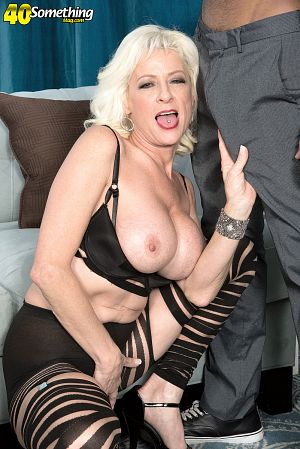 Sexy alanah rae suck cock in pov mobile porno videos
