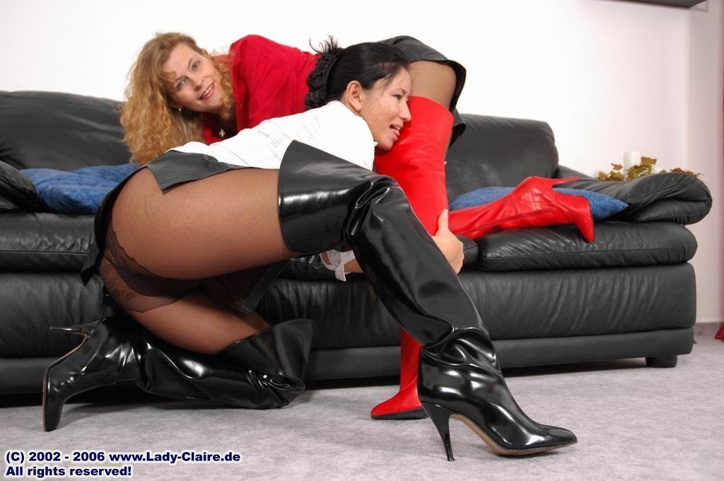 Pantyhose shorts wearing boots porn